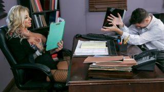 Asyalı sekreter ofiste sikildi